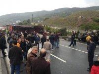 Kocaeli'de TIR devrildi, İstanbul yönü kapalı