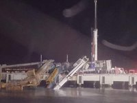 Tuzla'da dev vinç denize devrildi