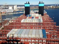 'Foggy' outlook for container shipping