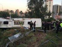 Yolcu otobüsü şarampole devrildi: Ölü ve yaralılar var