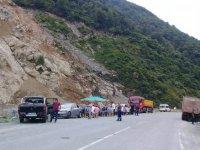 """""""Hep Cengiz'e"""" Arhavili kamyoncuları isyan ettirdi"""