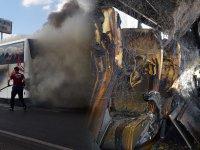 Yine seyir halindeki yolcu otobüsünde yangın