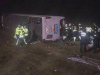 Yolcu otobüsü şarampole uçtu:1 ölü, 37 yaralı