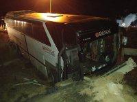 Bursaspor taraftarlarını taşıyan otobüs ile TIR çarpıştı