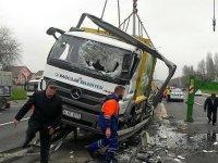 TEM'de çöp kamyonu devrildi, yol kapandı
