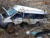 Öğrencileri taşıyan minibüs kaza yaptı: 2 Ölü