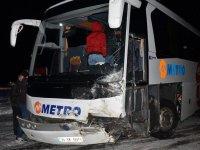 Yolcu otobüsü ve otomobil çarpıştı: Karı-koca öldü