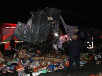 Otobüs ile TIR çarpıştı: Çok sayıda ölü ve yaralı var