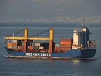 Fırtına, 6 konteyneri gemiden denize çekti