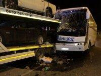 Yolcu otobüsü park halindeki TIR'a çarptı
