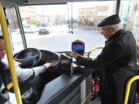 Belediyeler, 65 yaş üstüne ücretsiz ulaşımı durduruyor