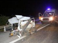 Feci kaza: TIR, otomobili biçti