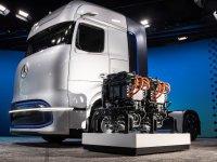 Daimler, elektrikli kamyona geçişin yol haritasını çizdi