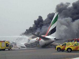 Emirates uçağı alev alev yandı. İşte o anlar